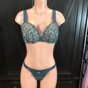 NWT VICTORIAS SECRET Strappy Pus Up Bra & Panty